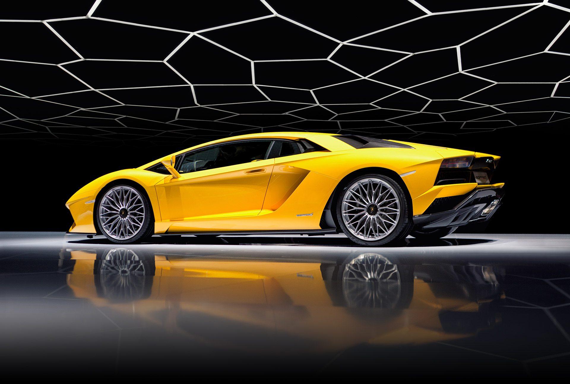 Transportation Lamborghini Aventador